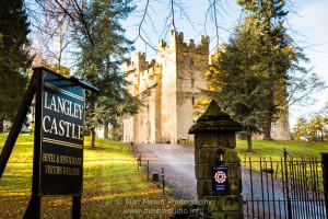 langley-castle-wedding-magician